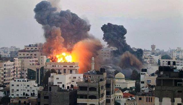"""הירי חודש וצה""""ל תקף (צילום GAZA T.V)"""