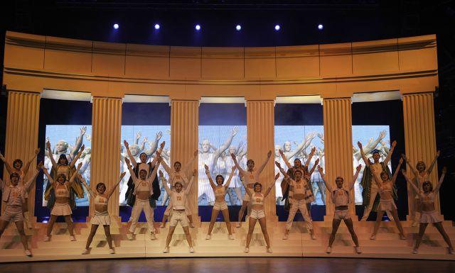 """הפקה בימתית של """"We Will Rock You"""", המחזמר לשירי קווין. (צילום מאתר האינטרנט של המחזמר)"""