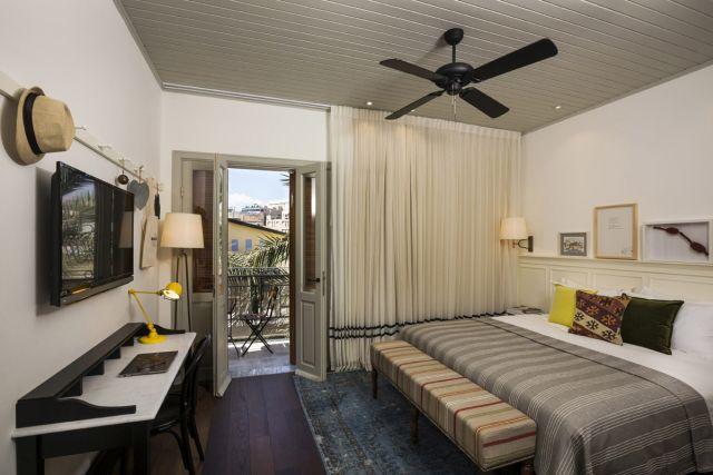 חדר במלון החדש המשלב בין ישן וחדש, אורבאני והיסטורי. (צילום: נתן דביר)