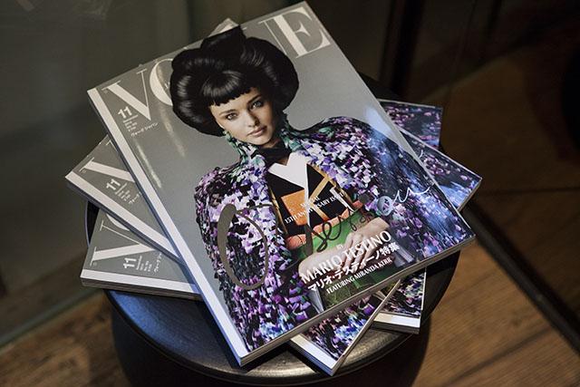 מירנדה קר על השער של גיליון נובמבר החגיגי, ווג יפן. צילום: Ryusuke Hayashi. באדיבות: Karla Otto, Paris