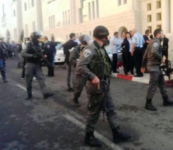 כוחות משטרה סרקו בחשד אפשרות למחבל שלישי (צילום: דוברות המשטרה)