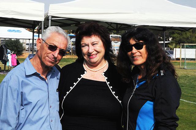 """מימין לשמאל: אסתר רוט שחמורוב, שושנה שפירא, ד""""ר אברהם בן זקן. צילום: דוברות וינגייט"""