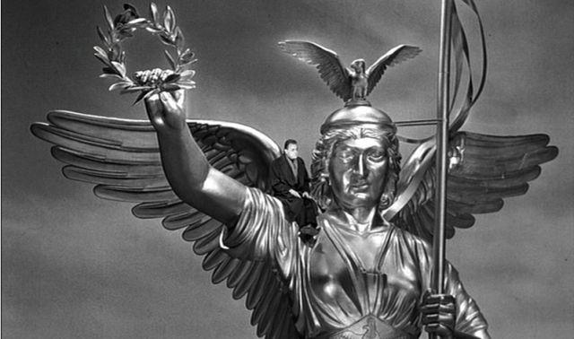 """עמוד הנצחון בסרט """"מלאכים בשמי ברלין"""". גם סיור לוקיישנים"""