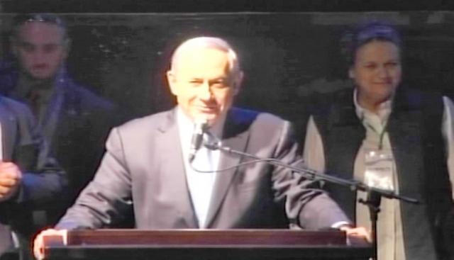 נתניהו בכיכר: יש סכנה ברורה ומיידית שתקום ממשלת שמאל