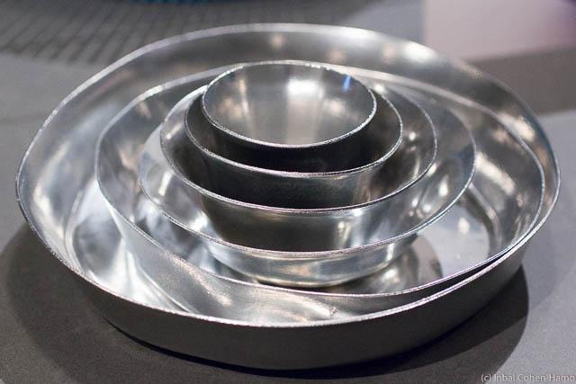 תבניות אפיה של ג'ובני אלסי אנגיני – נפסלו לייצור בגלל עלויות ייצור גבוהות, וכן כי תבניות א-סימטריות נתפסו כפגומות. צילום: ענבל כהן-חמו