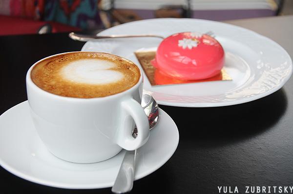 עוגת ג'ניפר.ויש גם עוגה גדולה. צילום: יולה זובריצקי