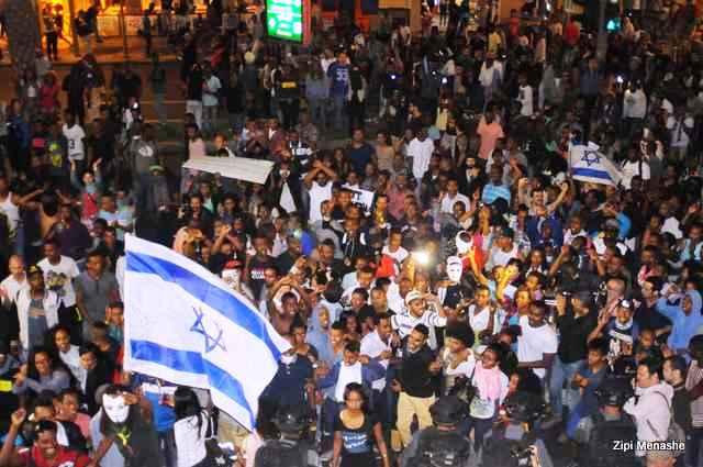 כיכר רבין רגעים לפני המהומות (צילום: ציפי מנשה)