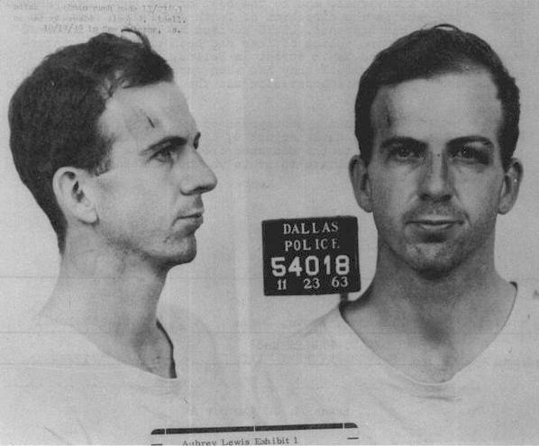 תמונת המעצר של לי הארווי אוסוואלד, רוצחו של הנשיא קנדי (צילום: ויקיפדיה)
