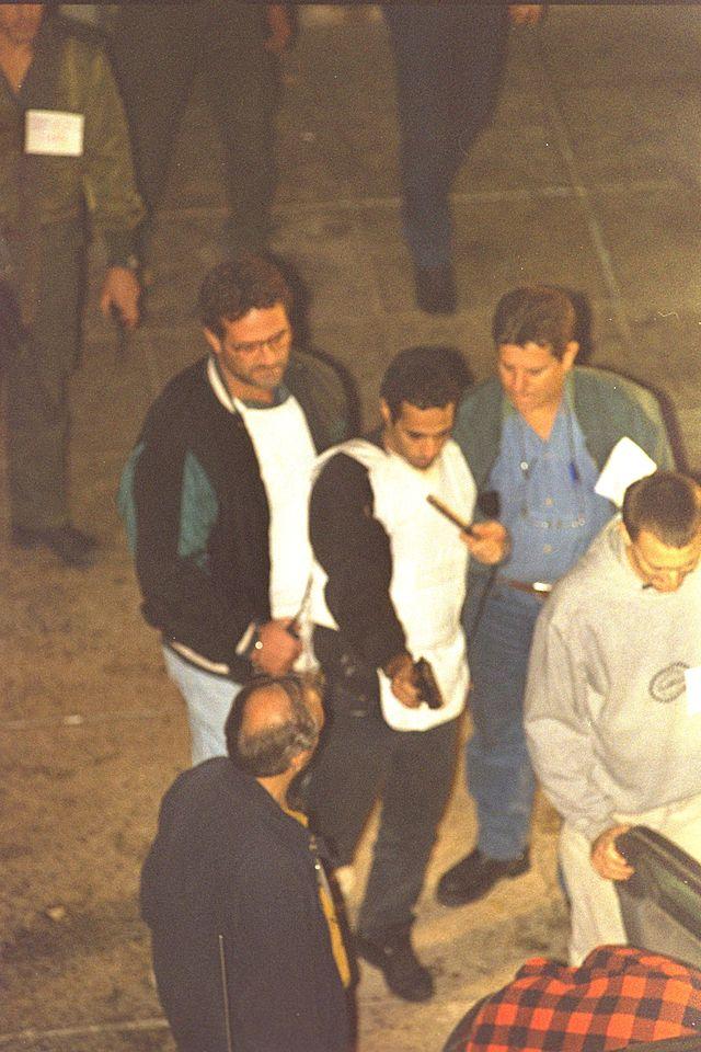 יגאל עמיר משחזר את רצח רבין (צילום: ויקיפדיה. הועלה על־ידי חגי אדלר)