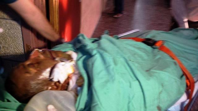 אב המשפחה מובהל לבית החולים בשכם (צילום: סוכנות שיהאב)