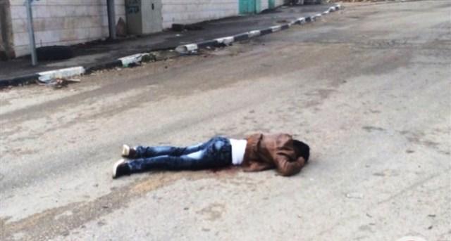 גופת המחבל לאחר שנורה (צילום: תקשורת פלסטינית)