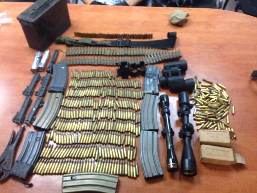 """הנשק והתחמושת שנתפשו (צילום: דוברות ש""""י  חטיבת דובר המשטרה)"""