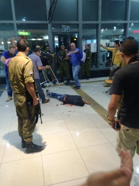 באר שבע: חייל הרוג ו – 12 פצועים בפיגוע ירי בתחנה המרכזית