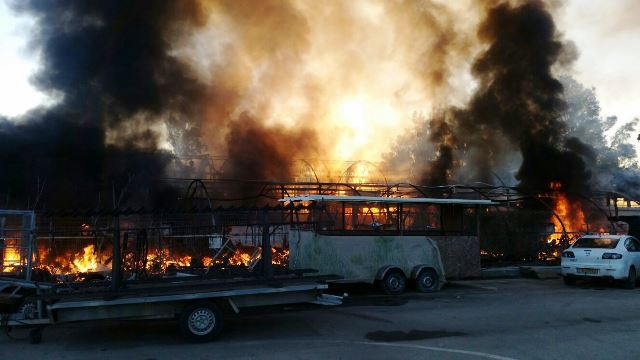 השריפה במבואות אגמון החולה (צילום: דוברות כיבוי והצלה צפון)