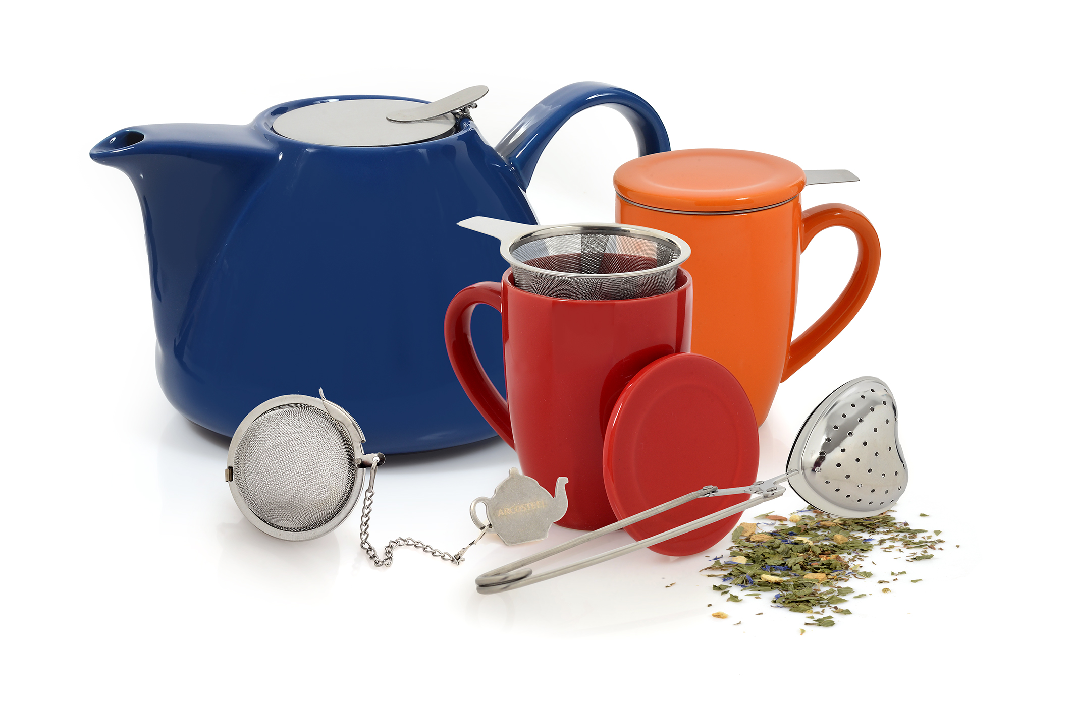 סדרת Tea for Two לחורף הכוללת קומקומים, ספלים ומסננות לתה. מחירים 19-199 שח. להשיג ברשת Arcosteel Kitchen. צילום אפרת אשל