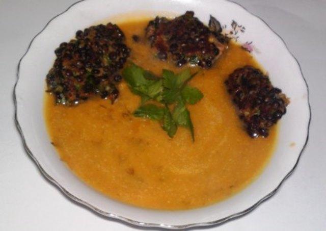 המרק קרם ירקות עם לביבות עדשים