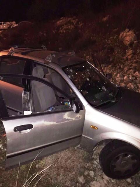 """23 כדורים נורו לעבר הרכב (צילום: הצלה יו""""ש)"""