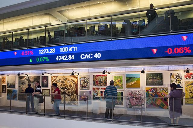 תערוכת אמנות ישראלית למען המלחמה באיידס בחסות בנק הפועלים