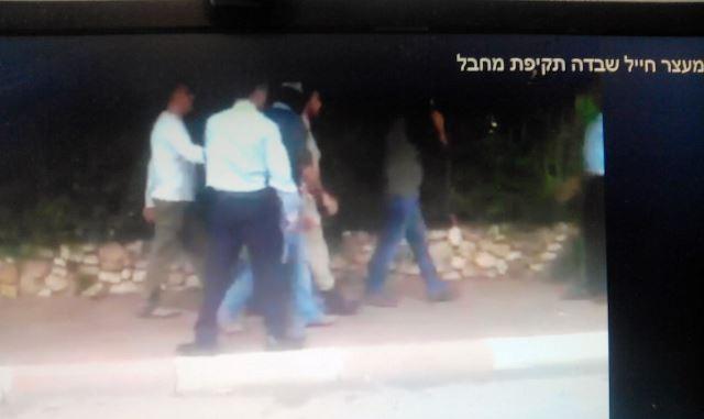 בדה תקיפה לכאורה ונעצר (צילום מסך)