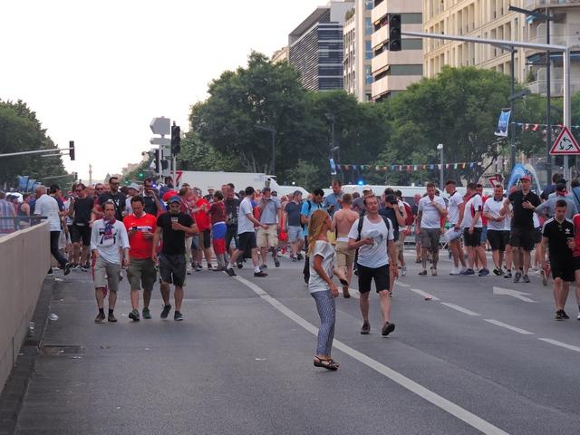 יורו 2016 – אווירה מחשמלת בצל קרבות רחוב