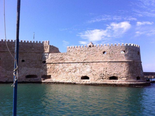חומת הנמל בהרקליון הבירה. צילמה את חותם האריה הונציאני: ענת מנדל