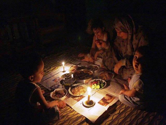 """אתמול - עזה ללא חשמל - דו""""ח הקוורטט מזהיר מפני התמוטטות הפסקת האש עם ישראל (צילום: עזה עכשיו)"""