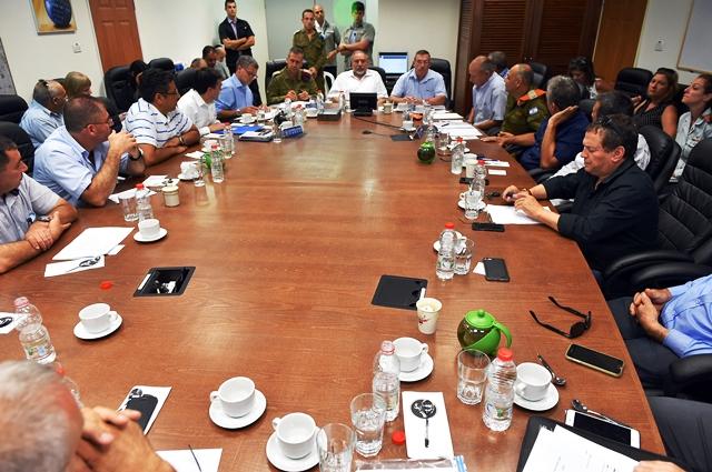 מפגש  שר הביטחון עם ראשי הרשויות בצפון (צילום: אריאל חרמוני משרד הביטחון)