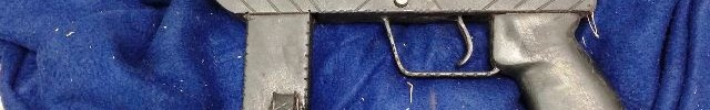 רובה מסוג קרלו שנחשף הלילה (צילום: חטיבת דובר המשטרה)