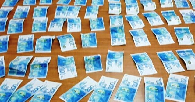 חלק משטרות הכסף המזויף שנתפשו (צילום: דוברות המשטרה)