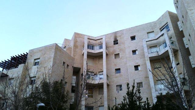 """הדירה בקומה החמישית בבניין עלתה באש (צילום: תיעוד מבצעי מד""""א)"""