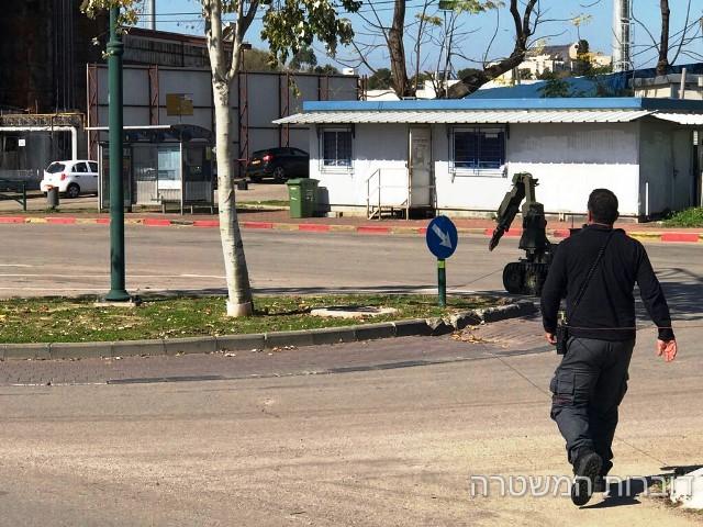 זירת המטען ברמת השרון (צילום: דוברות המשטרה)
