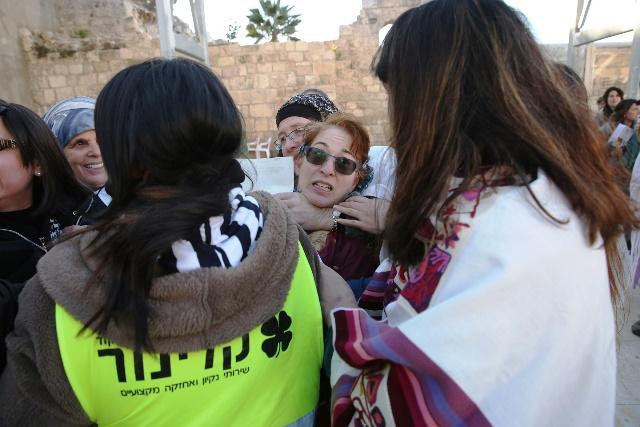 חברת הנהלת נשות הכותל מותקפת בחניקה (צילום: נשות הכותל)