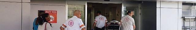 """אחד השוטרים מגיע לרמב""""ם ( צילום: דוברות רמב""""ם)"""