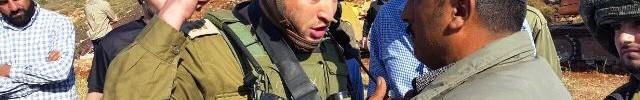 """""""תתרחק או אני לוקח אותך"""" - קצין צה""""ל מאיים על קצין המשטרה הפלסטיני (צילום: זכאריה סעדה)"""