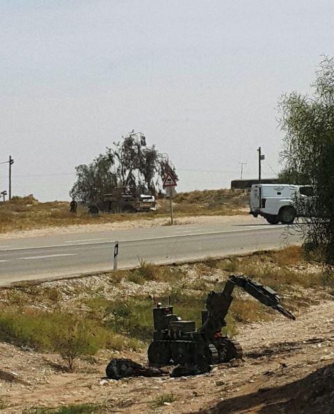 רובוט משטרתי מתקרב לבדיקה (צילום: דוברות המשטרה)