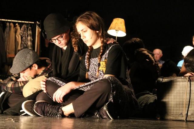 """להעביר את הלפיד הלאה - כדי לחיות! פרויקט בין דורי שנתי של """"תיאטרון עדות"""""""
