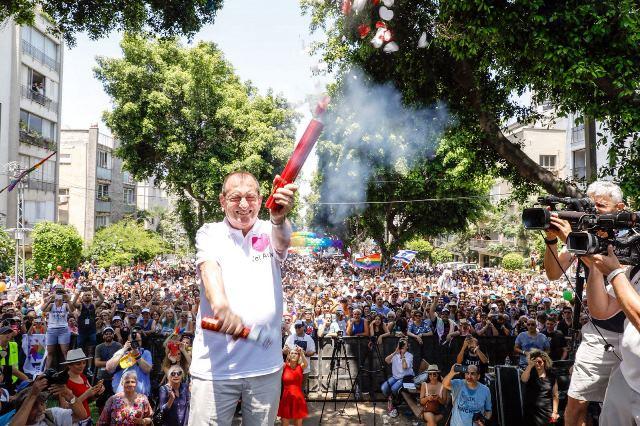ראש עיריית תל אביב יפו רון חולדאי פותח את המצעד (צילום: גיא יחיאלי)