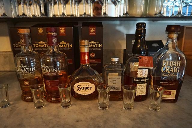 סיור אלכוהולי עולמי בכמה יעדי וויסקי חשובים