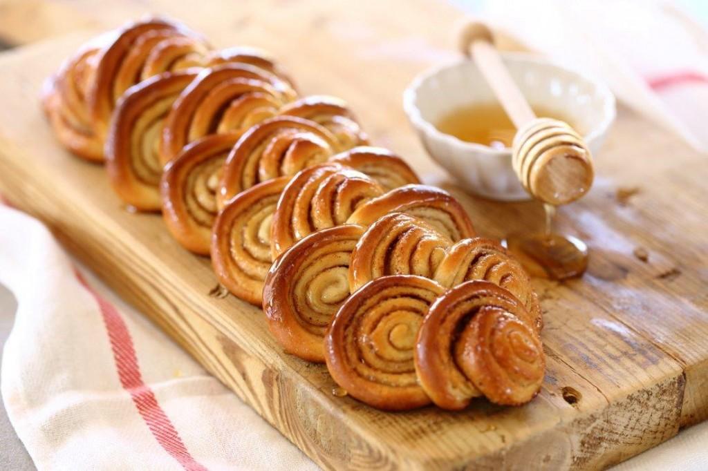עוגת שושנים דבש שמרית  (צילום: חן שוקרון)