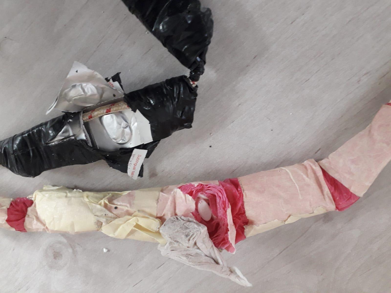"""הסמים שהוצמדו לרחפן (צילום: דוברות שב""""ס)"""