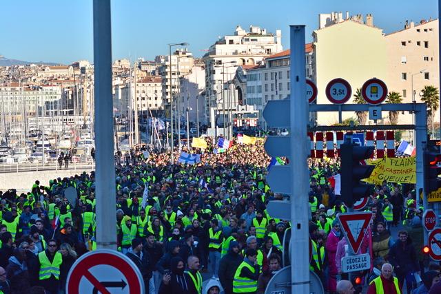 למרות האיומים – רחובות צרפת נצבעו בצהוב גם השבת