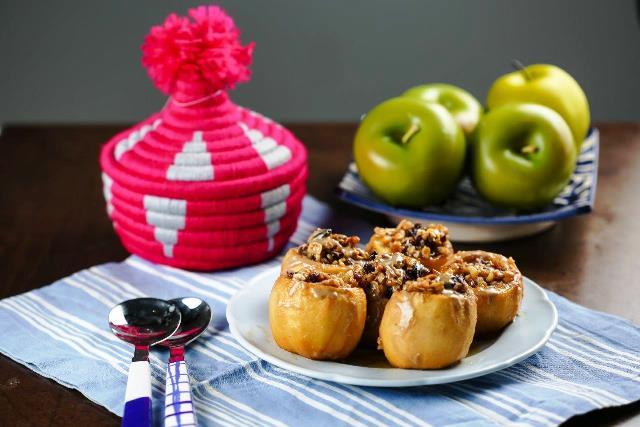 תפוח עץ ממולא בשקדים ואגוזים (צילום: ג'קי אזולאי)