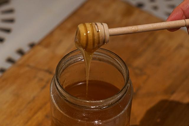 דבש ניגר כמי נהר...שוק הדבש בישראל