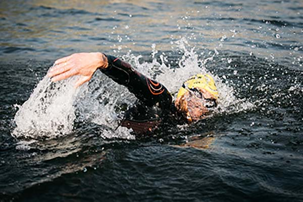 שחייה בתחרות אולטראמן צ'אלנג'. צילום: אולטראמן צ'אלנג' More ישראל