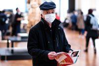 גבר עם מסכה ביפן. צילום אילוסטרציה: Lucrezia Carnelos on Unsplash