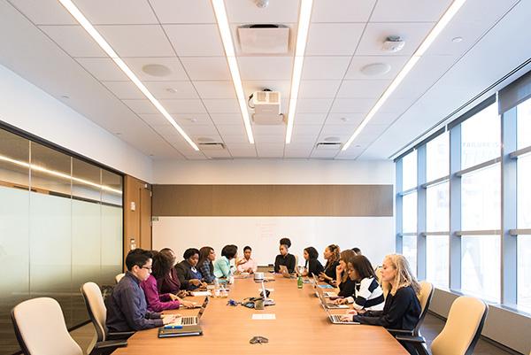 נשים בתפקידי ניהול. אילוסטרציה: Christina @ wocintechchat.com on Unsplash