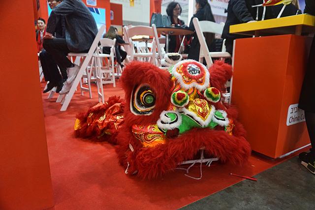 הדרקון הסיני מנמנם (צילום:דן בר-דוב)