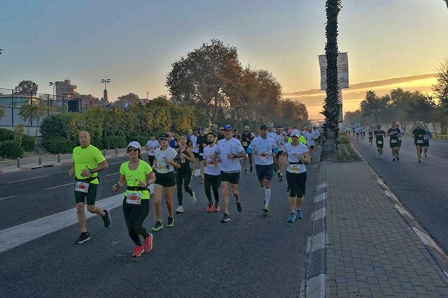 הזריחה מאחור ,שעה טובה לרוץ (צילום:דן בר דוב)