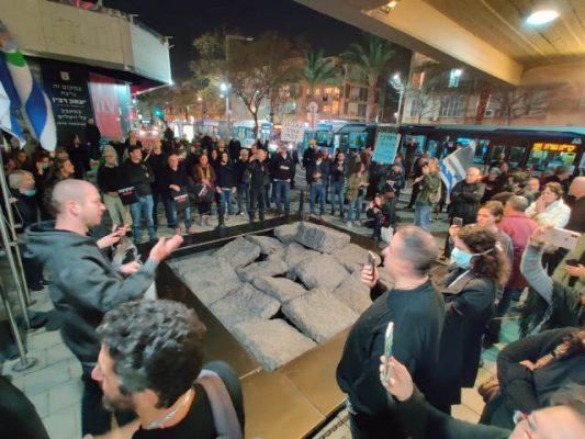 המחאה בכיכר רבין (צילום: רפי מיכאלי)