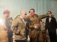 """צילום היסטורי באדיבות אליק רון - רון מפקד השלד""""ג מארח את יצחק רבין ז""""ל ואיציק מרדכי לסיור מודרך. סגנו של רון, היה בני גנץ"""